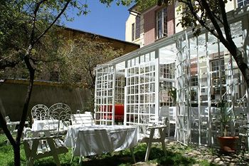 Petit déjeuner dans le jardin ou le solarium
