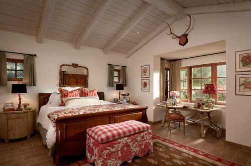 french-country-bedroom-ceiling-light-decor